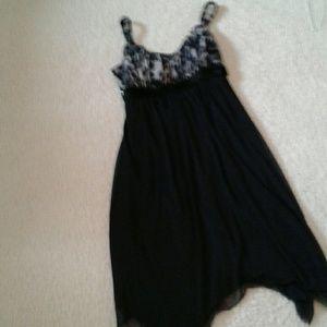 Dresses & Skirts - Pretty black dress